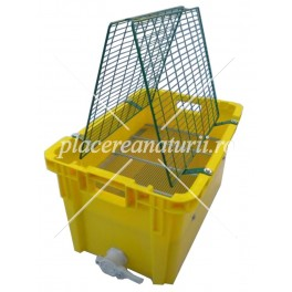 Uncapping plastic tray